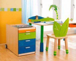 Un ensemble bureau chaise pour petit à l'univers enchanteresque